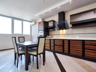 Продажа квартир: 3-комнатная квартира, Краснодар, Зиповская ул., 13, фото 1