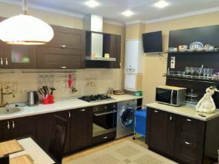Продажа квартир: 2-комнатная квартира, Краснодарский край, Сочи, ул. Бытха, 41, фото 1