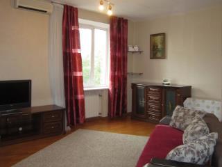 Продажа квартир: 3-комнатная квартира, Волгоград, пл. В.И.Ленина, 40, фото 1